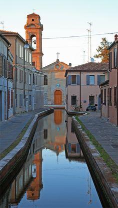 Comacchio, Emilia-Romagna | Italy (via TrekEarth | via evysinspirations) Es una ciudad preciosa