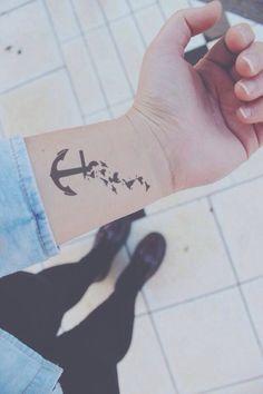 Mi tatuo un ancora con le rondini per ricordarmi di aver toccato il fondo ma sogno di volare via-tumblr