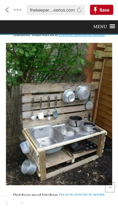 Pallet Outdoor Kitchen / Play kitchen / Mud Kitchen - Pallet Ideas and Easy Pallet Projects You Can Try Outdoor Play Spaces, Kids Outdoor Play, Outdoor Play Kitchen, Outdoor Kitchens, Outdoor Learning, Outdoor Games, Outdoor Fun, Play Kitchens, Old Pallets