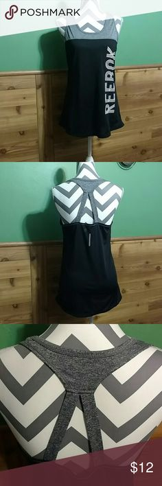 Activewear Excellent condition workout gear tank with key hole back Reebok Tops Tank Tops