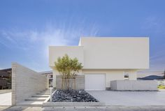 """松山市に拠点を置く細川建築デザインは""""シンプルで上質な空間""""を提案しています。クライアントは、この地で新しくスタジオを立…"""