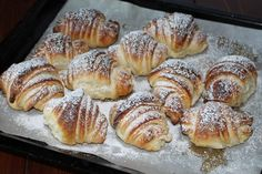 Freshly baked croissants: tastier than those in the bar! Italian Pastries, Sweet Pastries, Bakery Recipes, Cooking Recipes, Breakfast Recipes, Dessert Recipes, Sweet Buns, Italian Recipes, Sweet Recipes