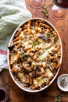 One Pot Creamy French Onion Pasta Bake. - Half Baked Harvest - - The ultimate cold weather comfort food. Think French onion soup, with the addition of pasta, a creamy sauce, and melty Gruyere cheese.so delish! Pasta Recipes, Dinner Recipes, Cooking Recipes, Fall Recipes, Noodle Recipes, Gourmet Food Recipes, French Food Recipes, Healthy Winter Recipes, French Vegetarian Recipes