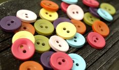 buttons: from drab to fab // DIY spray paint magic
