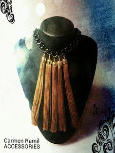 Collar de Carmen Ramil con flecos de seda
