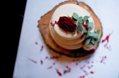 Alternative Wedding Photography - Islington Town Hall wedding - London pub wedding - urban wedding - London wedding - white rustic wedding cake
