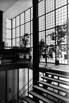 Pierre Chareau (1883-1950) avec Bernard Bijvoet et Louis Dalbet   La Maison de Verre   31 Rue St-Guillaume   Paris   1928-1932: