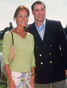 En 2001 Isabel compartió cámara con uno de los actores más importantes y exitosos de Hollywood, John Travolta, que como suele hacer todavía hoy, vestía una chaqueta al estilo de los comandantes aéreos ya que una de sus grandes pasiones es la de pilotar aviones. Tanto, que tiene su propio aparato. John Travolta, Hollywood, Southern Prep, Blazer, Jackets, Women, Fashion, Cute Outfits, Events