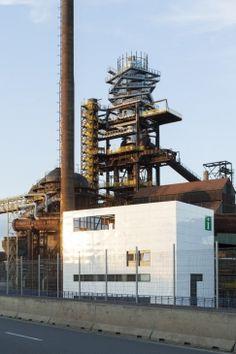 Obr. 17–18: Dokončená nástavba Utility Pole, Tower, Industrial, Architects, Studios, Inspirational, Rook, Computer Case, Industrial Music