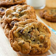 ***Chocolate Chunk Pecan Pudding Cookies ~ are the things sweet dreams are made of. Adding pudding to the dough adds flavor and texture and will magically keep them tasting fresh if you decide to bake the whole batch in one fell swoop. Cookie Brownie Bars, Cookie Desserts, Just Desserts, Cookie Recipes, Delicious Desserts, Dessert Recipes, Cookie Swap, Yummy Food, Bread Recipes