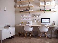 Encore un grand bureau collectif (Couture, coloriage, Imac, bricolage enfants, devoirs en rentrant de l'école...)