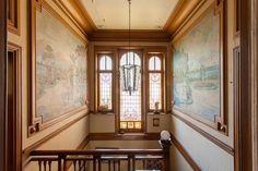 Herenhuis te koop in Ronse - 5 slaapkamers - 500m² - 585 000 € - Logic-immo.be - Mooi herenhuis vlakbij centrum en winkels. De authenticiteit van dit opmerkelijk art-nouveau gebouw werd zorgvuldig bewaard. Grote ruimtes, mooie schoorsteenmantels, opvallende fresco's en spectaculai...