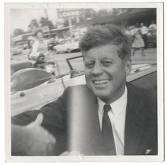 JFK November A Bystander's View of History John F Kennedy, Los Kennedy, Caroline Kennedy, American Presidents, Us Presidents, American History, Rare Pictures, Rare Photos, Iconic Photos