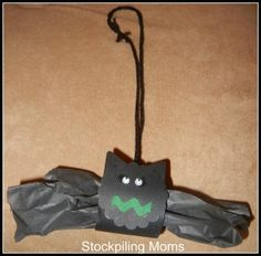 Halloween Craft :: Bat Made from a Tissue Roll - so easy!  http://www.stockpilingmoms.com/2011/09/halloween-craft-bat/