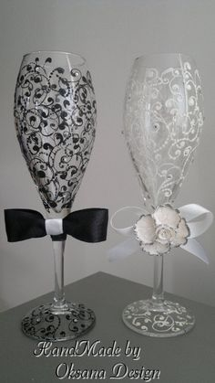 Bride/ Groom Wedding glasses/ Mr and Mrs Toasting flutes