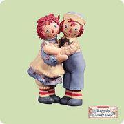 Holiday Hug Raggedy Ann & Andy 2004 Hallmark Ornament  U$25