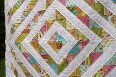 The straight lines of quilting on the white bands make it look so clean and fresh Straight Line Quilting, Straight Lines, Diamond Quilt, Marimekko, Quilting Designs, Bedtime, Sewing Projects, Bloom, Textiles