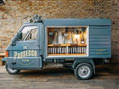 See the mobile bubbly bar, The Prosecco Van by Bubble Bros. UK that travels to parties with prosecco on tap. Food Trucks, Foodtrucks Ideas, Bar On Wheels, Prosecco Van, Happy City, Bubbly Bar, Champagne Bar, Ice Cream Van, Mobile Bar