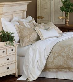 Eastern Accents Aileen Luxury Duvet Collection