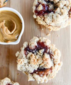 peanut butter and jelly crumb muffins I howsweeteats.com
