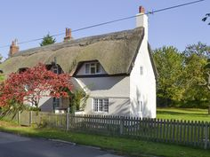 This beautiful thatched cottage provides a great base from which to explore the area or simply to relax and unwind.