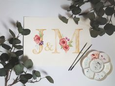 Akwarelowe inicjały z kwiatami Paper Quilling Cards, Place Card Holders, Bows, Handmade, Poster, Arches, Hand Made, Bowties, Bow