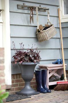 bench to remove garden shoes Dream Garden, Garden Art, Home And Garden, Outdoor Lounge, Outdoor Living, Entry Stairs, Tamara, Garden Projects, Garden Inspiration