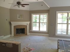 Walls Sherwin Williams - Perfect Greige (between taupe and grey)