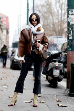 The Best Street Style Looks From Milan Fashion Week Fall 2018 Milan Fashion Week Street Style, Autumn Street Style, Cool Street Fashion, Street Style Looks, Use E Abuse, Fashion Tips For Women, Womens Fashion, Ladies Fashion, Fashion Top