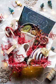 New Post: Santa's Hot Chocolate Cookbook Gift Box. Hot Chocolate Gift Basket, Chocolate Gifts, Christmas Gift Wrapping, Christmas Crafts, Merry Christmas, Xmas, Homemade Christmas, Christmas Ideas, Wine Gifts