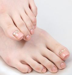 Cute Toe Nails, Toe Nail Art, Pedicure Designs, Toe Nail Designs, Nail Atelier, Feet Nails, Toenails, Pretty Pedicures, Beautiful Toes