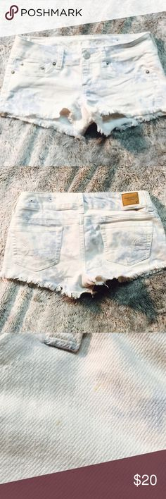 Washed out floral jean shorts Preloved ❤️ small smudges on the front right , pictured . Stretch - 70% cotton 29% polyester 1% spandex American Eagle Outfitters Shorts Jean Shorts