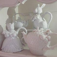 ♥milky white teapots♥
