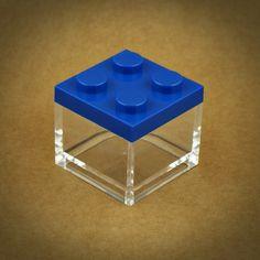 6 X MINI CAIXA LEGO EM PLEXIGLASS | 7 CORES | AZUL ESCURO | Caixa em plexiglass empilhável | UTILIZE ESTA MINI CAIXA LEGO COMO LEMBRANÇA EM FESTAS DE CRIANÇAS. PODE ENCHÊ-LA DE GOMAS, AMÊNDOAS OU PEQUENOS DOCES | Cores disponíveis: Branco, Amarelo, Rosa, Vermelho, Azul Claro, Azul Escuro, Verde | Medidas: 5 cm de largura x 5 cm de profundidade x 5 cm altura.