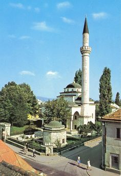 Ferhadija Mosque in Banja Luka, Bosnia Herzegovina Mosque Architecture, Religious Architecture, Turkey Europe, Banja Luka, Beautiful Mosques, Islamic World, Built Environment, Place Of Worship, Bosnia And Herzegovina