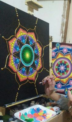 Natalia Richetti #mandala nuevo proceso creativo..lleno de #colores! #Mandalas #artmandala #dot #dotart #dotillism #relieve #paint #meditacionactiva #art #arte