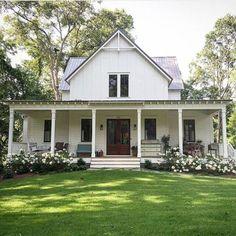 110 best farmhouse porch decor ideas (44)