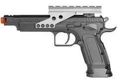 Pistola AirSoft Tanfoglio Gold Custom CO2 Esta pistola para Airsoft é um modelo baseado nas Tanfóglio Custom IPSC. O IPSC é uma modalidade esportiva internacional de tiro prático, praticada por atiradores de armas de fogo e pressão. Na sua versão para Airsoft, o IPSC é amplamente praticado na Asia, EUA e Europa