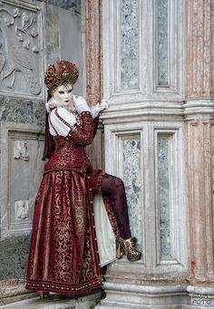Venice Carnival Costumes, Venetian Carnival Masks, Carnival Makeup, Mardi Gras Costumes, Carnival Of Venice, Plus Size Mens Clothing, Clothes For Big Men, Costume Venitien, Venice Mask