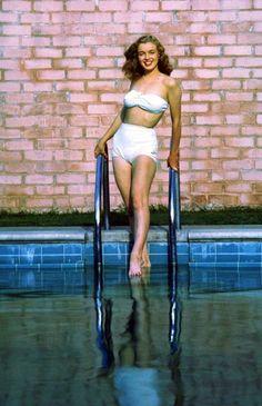 Tumblr Marilyn Monroe, Sigmund Freud, Jean Richard, Actor Studio, Shot Photo, Norma Jeane, Celebrity Feet, Celebrity Women, The Victim
