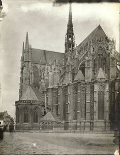 lostsplendor:   Amiens, France, 1903. (by Brooklyn Museum)
