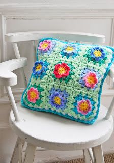 I need to do some flower granny squares. Love these colors.