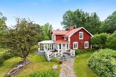 Swedish Farmhouse, Swedish Cottage, Country Home Exteriors, Sweden House, Red Houses, Cute Little Houses, House With Porch, House Extensions, Scandinavian Home