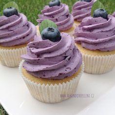 VÍKENDOVÉ PEČENÍ: Borůvkové cupcakes Brownie Cupcakes, Cheesecake Cupcakes, Sweet Desserts, Sweet Recipes, Dessert Recipes, Super Cook, Healthy Cake, Mini Cheesecakes, Sweet Cakes