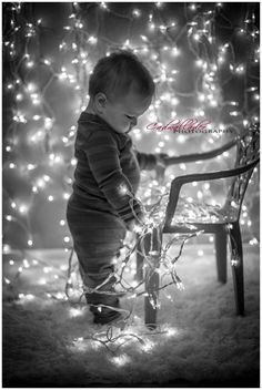 Awesome ideas for taking pictures of babies at Christmas! Perfect for the Christmas card!