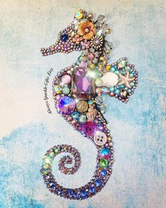 Beautiful Seahorse art made with pieces of recycled jewellery and rhinestones. Seahorse Crafts, Seahorse Art, Seashell Crafts, Beach Crafts, Seahorses, Costume Jewelry Crafts, Vintage Jewelry Crafts, Button Art, Button Crafts