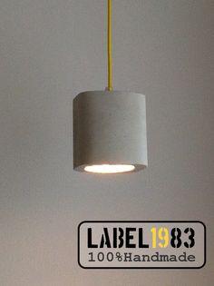 Beton hanglamp met geel strijkijzersnoer standaard 2m (evt andere lengtes en of kleur op aanvraag) €65,-