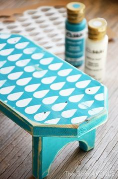 Stencil bench DIY