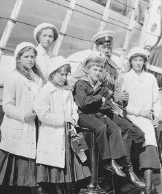 Nicholas & OTMAA onboard the Standart, 1911