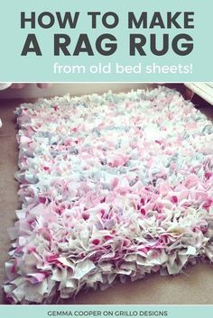 How To Make A DIY Rag Rug - Using Old Bedding Learn how to make an easy no sew rag rug / grillo designs www. Cheap Diy Home Decor, Diy Home Decor Projects, Fabric Crafts, Sewing Crafts, Sewing Projects, Sewing Tips, Paper Crafts, Scrap Fabric, Fabric Dolls